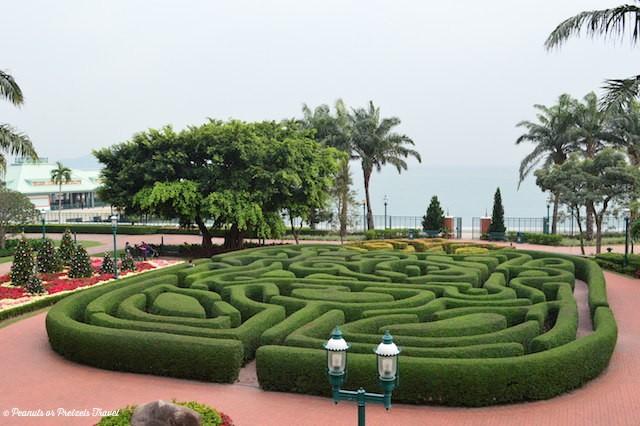 HK-Disneyland-Maze